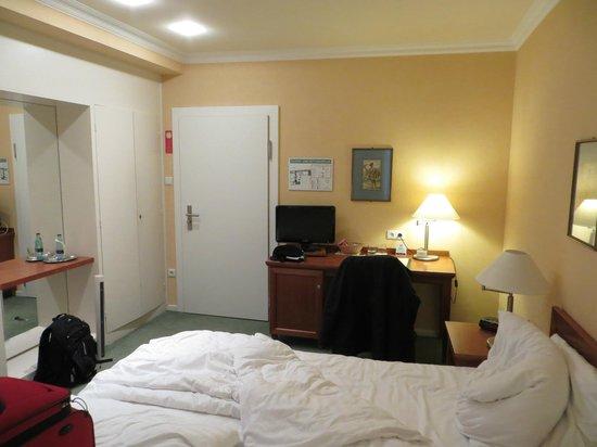 Hotel Alster-Hof: Alster Hof bedroom b