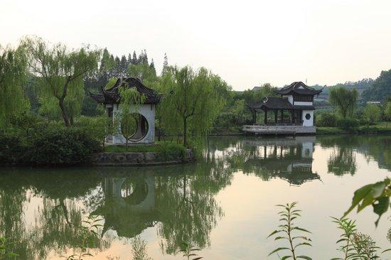 Shouxi Lake (Slender West Lake): The pavillions in Lake