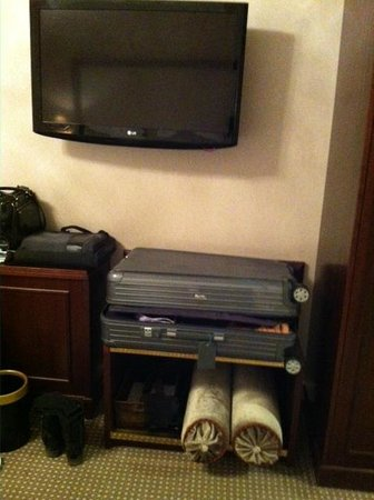 Steigenberger Frankfurter Hof: Pillows in the shoe rack after cleaning services (2013 Dec 8th)