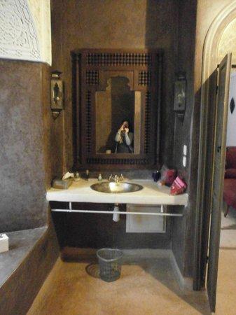 Riad Hadika Maria: vasque de la salle de bain Sultane
