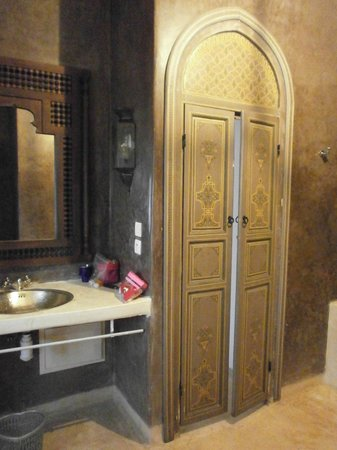 Riad Hadika Maria: salle de bain de la chambre Sultane