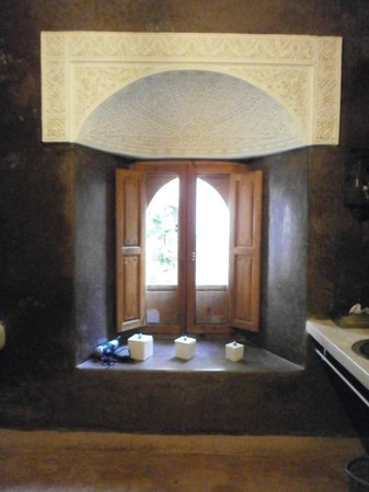 Riad Hadika Maria: Fenêtre de la salle de bain Sultane