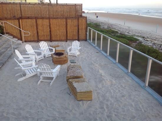 Lotus Boutique Inn & Suites Daytona Beach / Ormond Beach : firepit