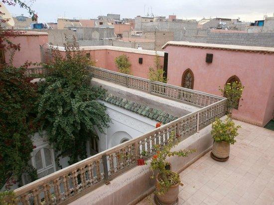 Riad Hadika Maria : Vue de la terrasse et des toits aux alentours