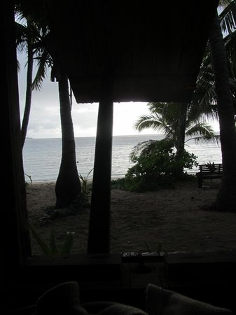 Barefoot Manta Island: View from my bed Bureau 1