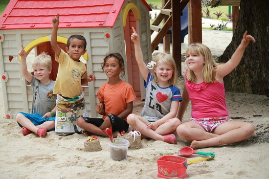 Cocomo Resort : Lots of kids to play with