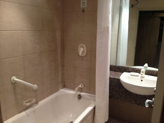 Holiday Inn Rotorua: Bathroom