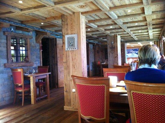 Hotel Le Grand Chalet: Salle à manger, vieux bois et ambiance cosy