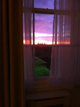 Best Western Plus Aston Hall Hotel: View of sunrise from room 212