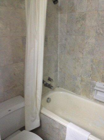 Marvel Hotel Bangkok: Bathroom