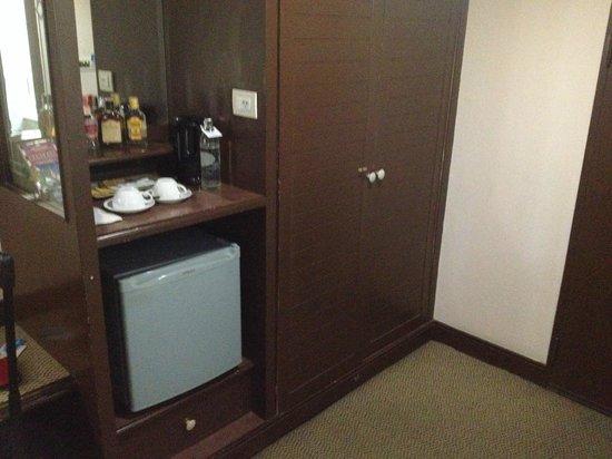 Marvel Hotel Bangkok: Cabinet and Mini Bar