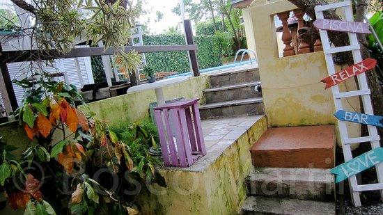 Canto das Laranjeiras Tombo: Zona de descanso junto a la piscina