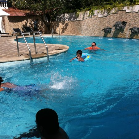 Royal Monterio: Pool