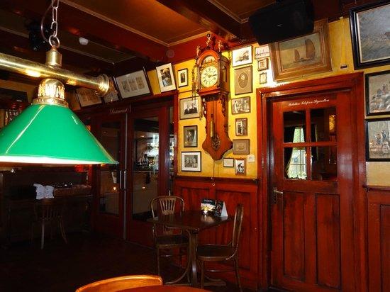 Hotel Nobel Ameland: sfeervol café Nobel -261113