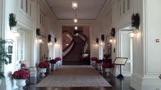 The Sanctuary Hotel at Kiawah Island Golf Resort : Hallway after Christmas transformation