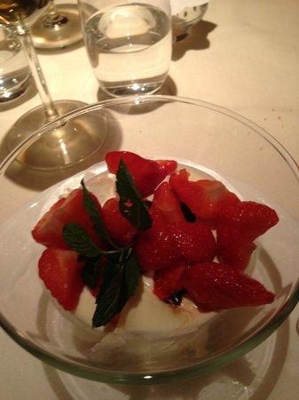 Hotel Adler Balance : Panna cotta con insalata di fragole e aceto balsamico