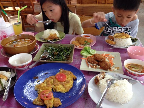 Nong ploy: Cheap and delicious Thai cuisines at a quarter of what it cost on the main Chaweng street.
