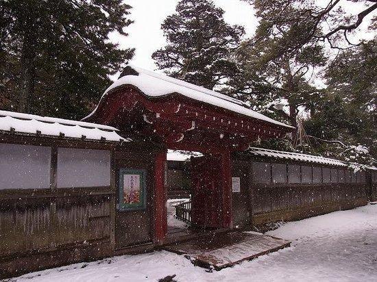 Seisonkaku Villa : 兼六園側の赤門です