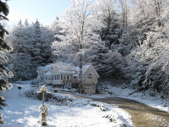 Mountain Valley Retreat B&B : Winter has begun at our Mountain Valley Retreat