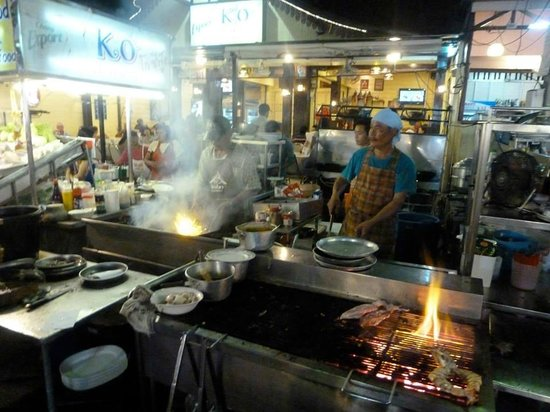 Cooking at the Seafood restaurants at Chatchai Market