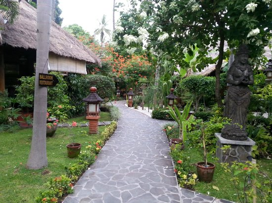 Puri Mas Boutique Resort & Spa: Walkway