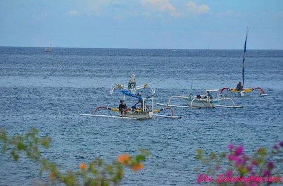 Kembali Beach Bungalows: retour des bateaux traditionnels