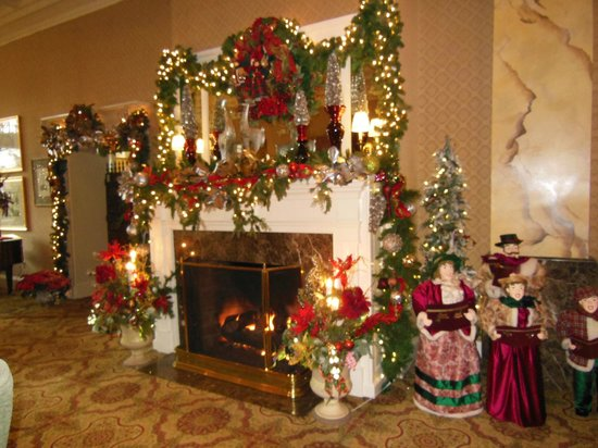 The General Morgan Inn: Their lobby fireplace decorated for Christmas