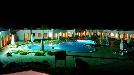 Sunrise Diamond Beach Resort : Night view on the one of pools
