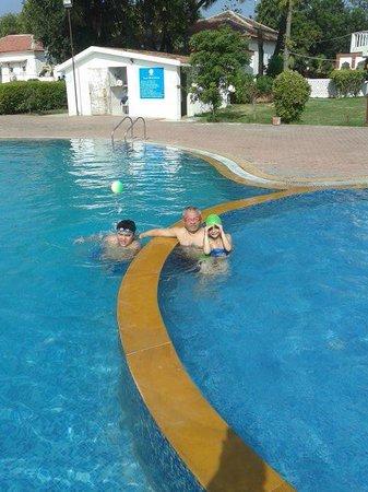 Sugati Beach Resort: Lovely pool