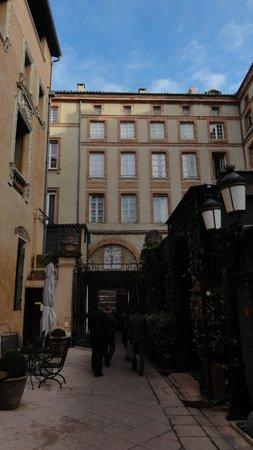 Grand Hotel de l'Opera: ホテル奥側から入り口方向を見たところ。