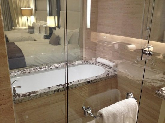 The Langham, Chicago: Bathtub