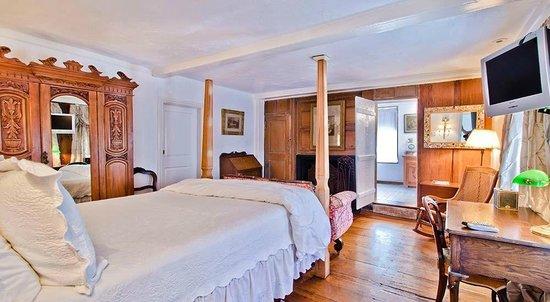 27 Fair Street Inn : Daffodil Room - Bed