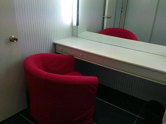 Renaissance Hotel Düsseldorf: Kosmetikzimmer bzw. Ankleidezimmer