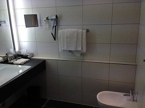 Renaissance Hotel Düsseldorf: Bad