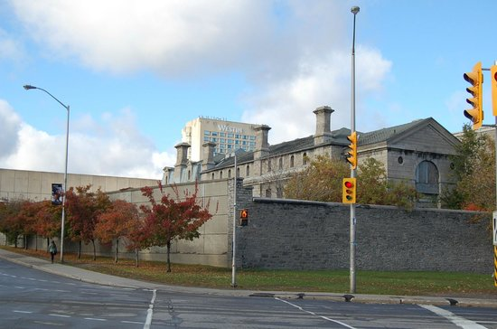 HI Ottawa Jail Hostel : Old Jail from the rear.