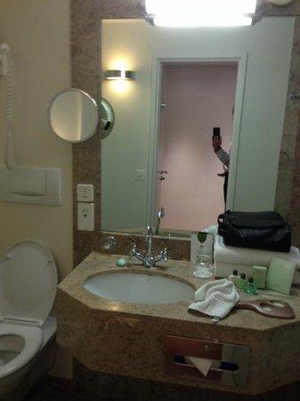 Warwick Geneva : Sink/Vanity