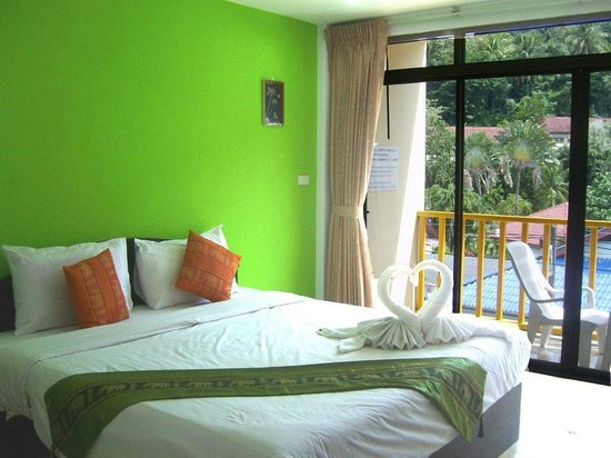 Patong Bay Guesthouse : Delux Room