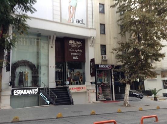 Grand Ons Hotel : Улица рядом с Гран Онс