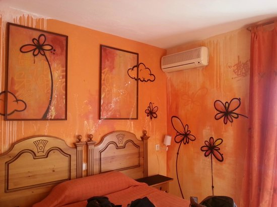 Hostal Plaza: Same room with double bed