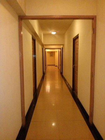Keys Hotel Nestor: Hallway