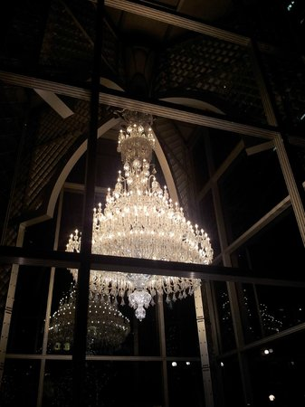 le chandelier de Baccarat Eternal Lights - Picture of Ebisu Garden ...