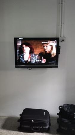 Kam Leng Hotel: TV No luggege rack