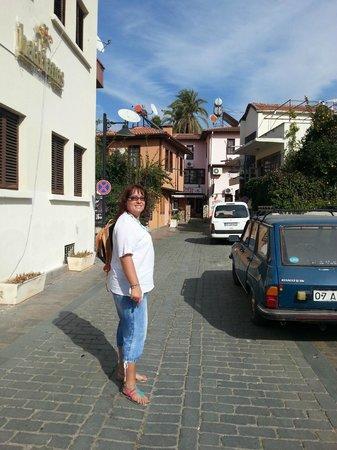Ozmen Pension: дорога от отеля в город