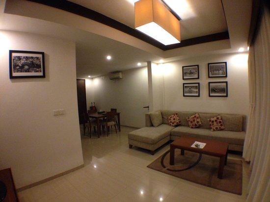Seminyak Town House: Large living room