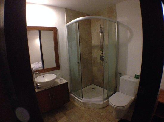 Seminyak Town House: The bathroom