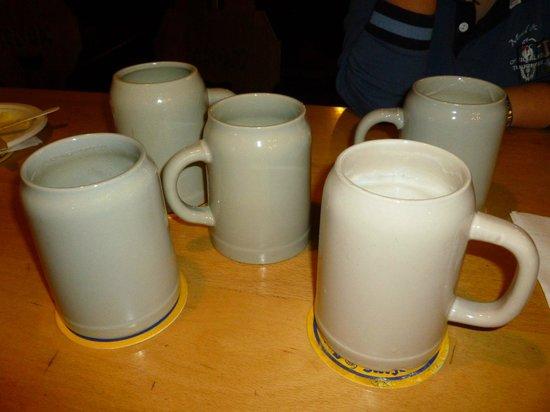 Augustiner Braustubl: Boccali di birra