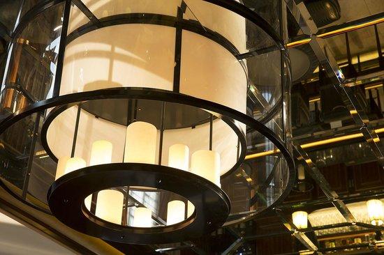 Le Belmont Hotel : Lustre