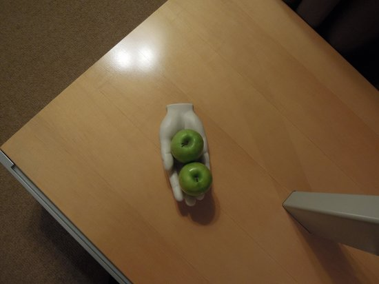 Le Meridien Vienna: 部屋にあったりんご