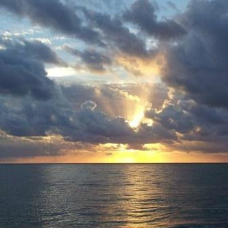 Coco Beach Resort: Heavenly Sunrise