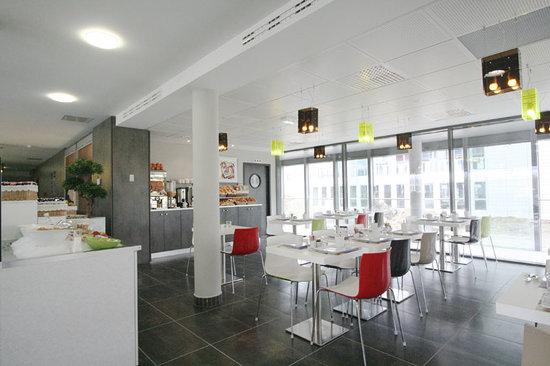 Kyriad Nantes Ouest - Saint Herblain : salle du petit déjeuner